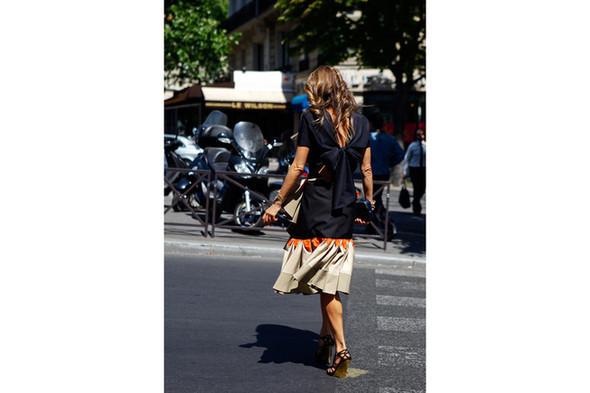 Уличный стиль на Неделе высокой моды в Париже. Изображение № 13.