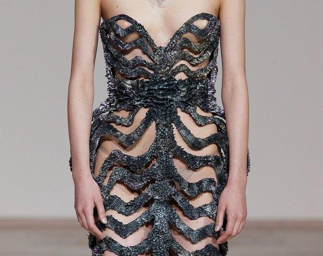Дизайнеры создали коллекцию платьев из магнитов. Изображение № 4.