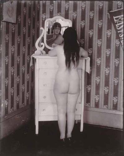 Части тела: Обнаженные женщины на винтажных фотографиях. Изображение №32.