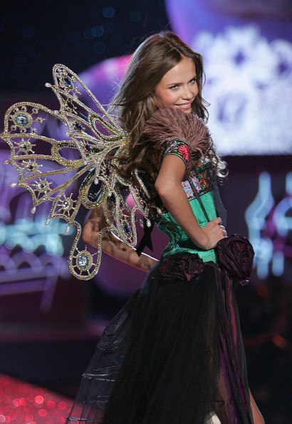 Victoria's Secret Fashion Show 2009–2010. Изображение № 3.