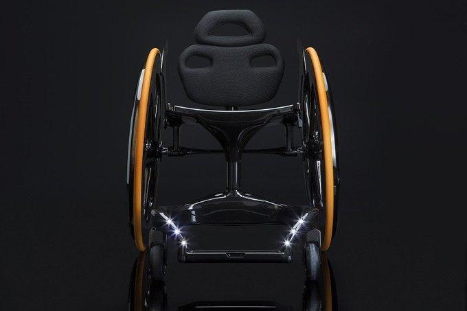В качестве дополнения кресло может быть оснащено LED-«фарами». Изображение № 4.