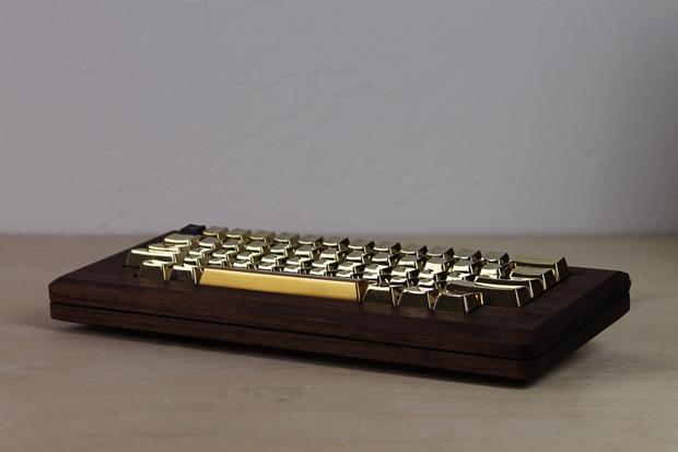 Дизайнер сделал из дерева копию компьютера Apple 1984 года. Изображение № 8.