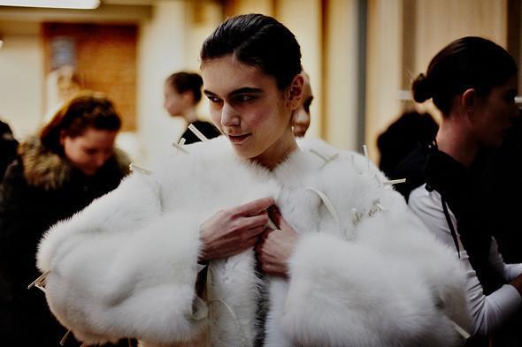 Фотография с показа Nina Donis FW 2011, проходившего в рамках Cycles and Seasons by MasterCard, работы Ивана Кайдаша. Изображение № 6.