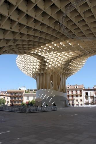 Изображение 2. Metropol Parasol: Самая большая деревянная конструкция в мире.. Изображение №2.