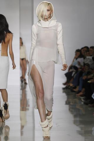 Epic fails: Увольнение Гальяно, коллекция Уэста и другие модные провалы 2011 года. Изображение № 9.