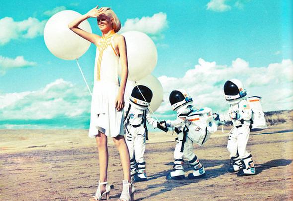 Космос рядом: модные съемки к выходу фильма «Прометей». Изображение №10.