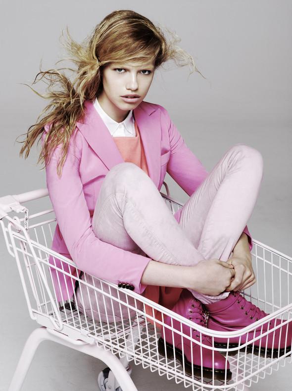 Новые съемки: Vogue, 25 Magazine, Exit. Изображение № 50.