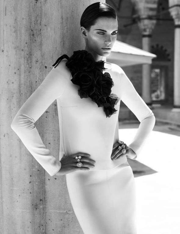 Съемка: Белая Ирис в Vogue Germany October 2011. Изображение № 5.