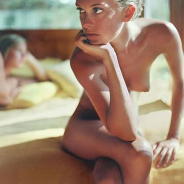 Части тела: Обнаженные женщины на фотографиях 1990-2000-х годов. Изображение №53.