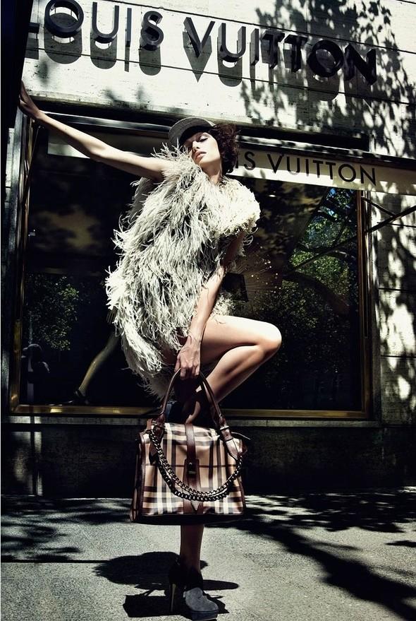Съёмка: По магазинам с Masha Rudenko 4 Qvest Magazine Fall 2011. Изображение № 8.