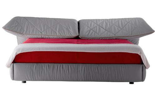 Кровать с мягким изголовьем Lelit от Poltrona Frau. Изображение № 2.