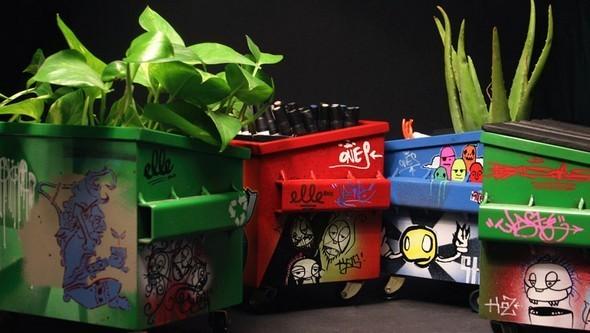 Настольные граффити-контейнеры для цветов и всякой всячины. Изображение № 3.