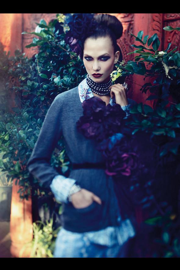 Съёмка: Карли Клосс для Vogue. Изображение № 5.