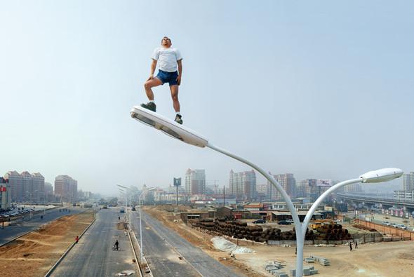 Летающие и падающие люди Ли Вея. Изображение № 11.