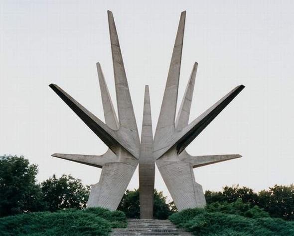 ЯнКемпенаэрс. Югославские споменики. Изображение № 3.