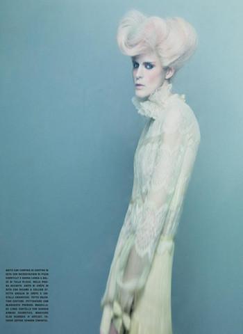 Vogue Paris, апрель 2011, фотограф Паоло Роверси. Изображение № 47.