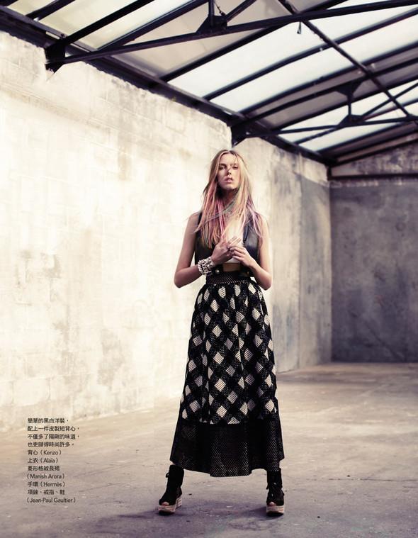 Съёмка: Йосефин Родерманс для тайваньского Vogue. Изображение № 2.
