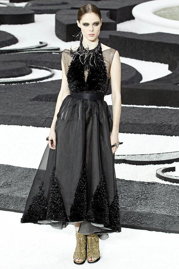 Карл Лагерфельд показал одну из самых красивых коллекций, когда-либо созданных для Chanel. Изображение № 61.