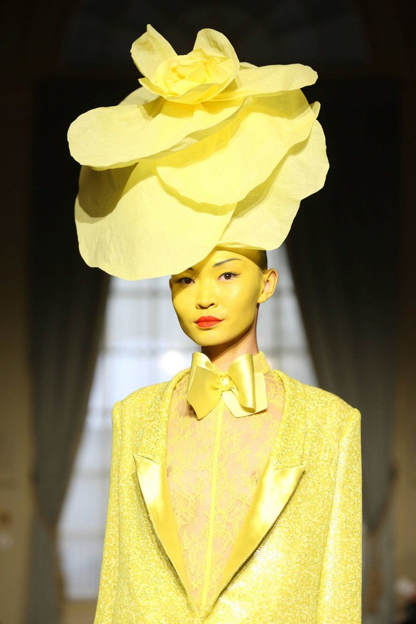 Alexis Mabille:Make-up & Hairstyle. Изображение № 3.