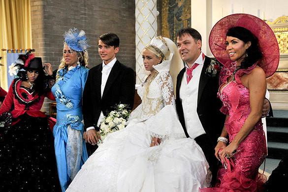 Изображение 10. Цыганские невесты и их свадебные платья.. Изображение № 13.