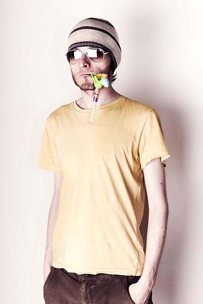 Изображение 2. Yellowhead перемещается из кухни в космос и выпускает альбом.. Изображение № 1.