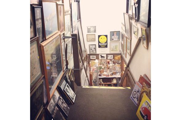 Антикварные магазины. Изображение № 47.