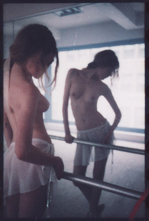 Части тела: Обнаженные женщины на фотографиях 1990-2000-х годов. Изображение №243.