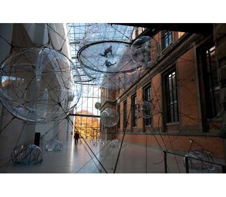 Найдено за неделю: Город будущего в пузырях, гигантская голова и вышитая книга. Изображение № 2.