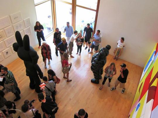 Выставка художника и дизайнера KAWS. Изображение № 6.