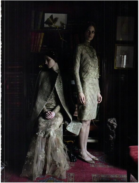 Съёмка: Кутюр Valentino в итальянском Vogue. Изображение № 10.