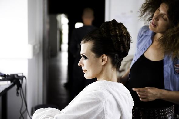 Мила Йовович в календаре Campari 2012. Изображение № 55.