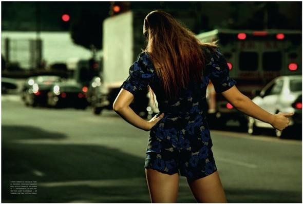Съемка: Энико Михалик для итальянского Vogue. Изображение № 9.