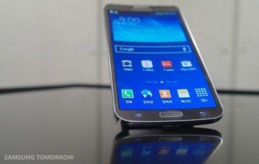 Samsung анонсировала смартфон с изогнутым дисплеем. Изображение № 5.