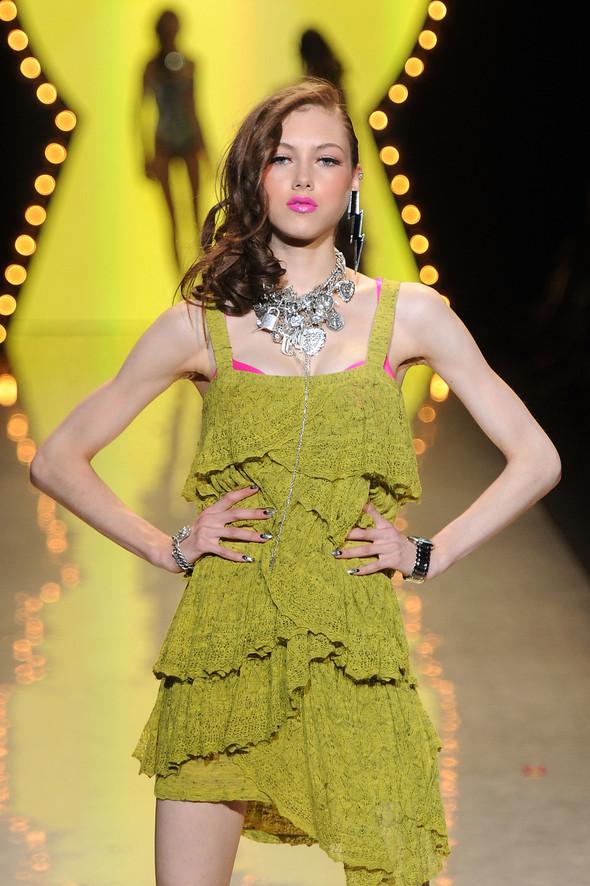 New York Fashion Week: Betsey Johnson Spring 2012. Изображение № 81.