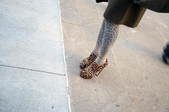 Изображение 1. Детали: New York Fashion Week.. Изображение № 2.
