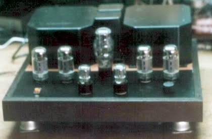 Усилитель на 2 6п3с-е в параллель, кенотрон 5ц4с, предусилитель 6н9с. достался мне в 16 лет и был продан после доработки и исправлений. Изображение № 1.
