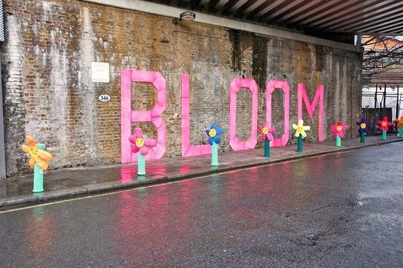Вязаное граффити в Лондоне переходит на легальное положение. Изображение № 1.