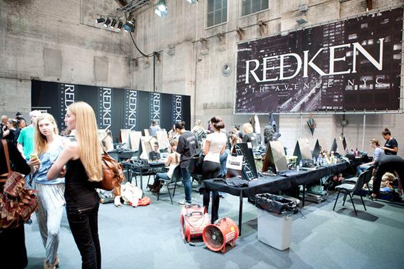 Модные фрики и бэкстейдж на Амстердамской неделе моды.. Изображение № 9.