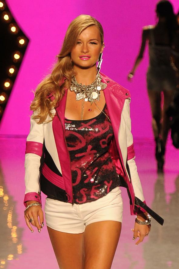 New York Fashion Week: Betsey Johnson Spring 2012. Изображение № 68.