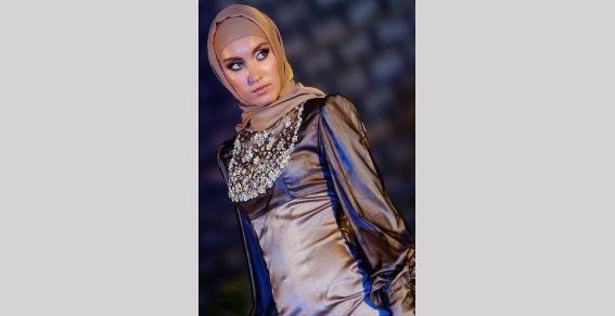 Жена Кадырова показала в Дубае коллекцию «Леди Чечня». Изображение № 1.