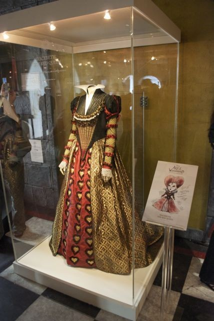 Alice InWonderland: реквизит, костюмы ипрочие нюансы. Изображение № 16.