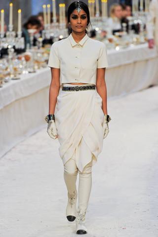 Chanel показали пре-осеннюю коллекцию. Изображение № 20.