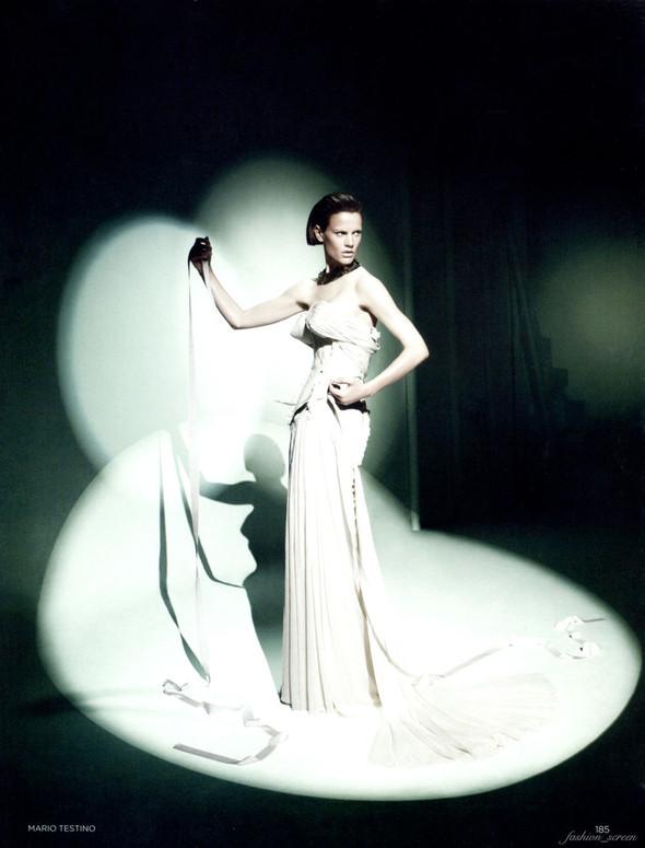 Съёмка: Саския де Брау в объективе Марио Тестино. Изображение № 10.