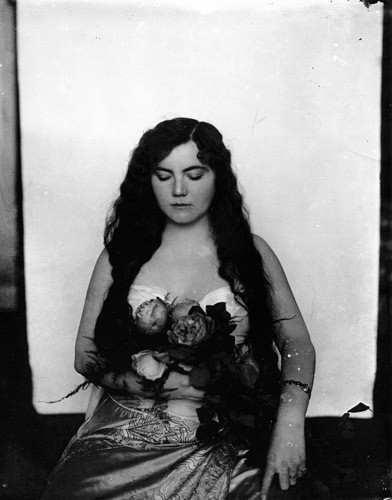 Части тела: Обнаженные женщины на винтажных фотографиях. Изображение №26.