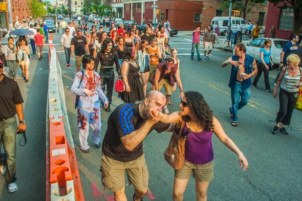 Зомби парад в Нью Йорке. NYC Zombie Crawl.. Изображение № 32.