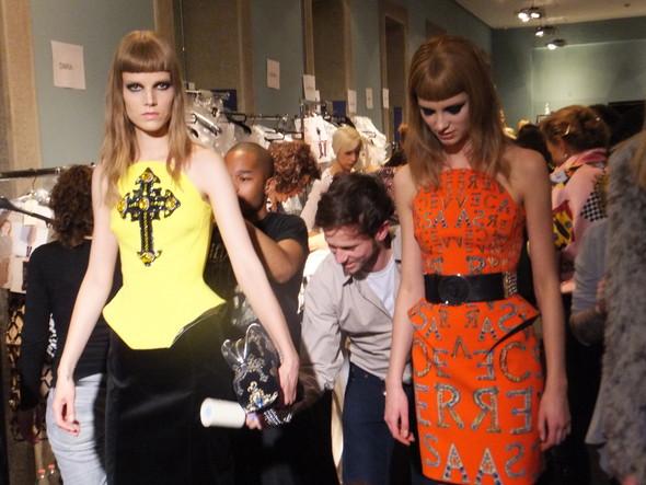 На бэкстейдже Versace. Изображение № 3.