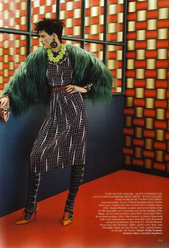 Съёмка: Стелла Теннант для британского Vogue. Изображение № 2.