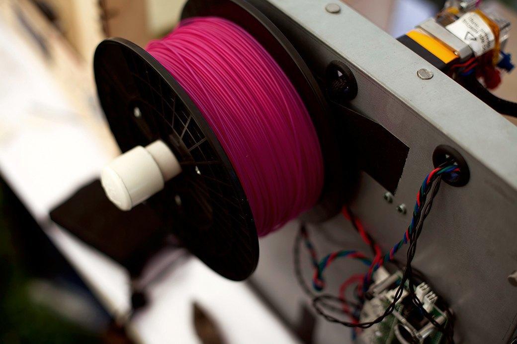 В качестве расходных материалов  в 3D-принтерах используются разноцветные пластиковые нити.. Изображение № 8.