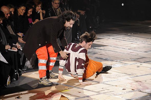 Что носить осенью: мужские показы в Милане. Изображение № 137.