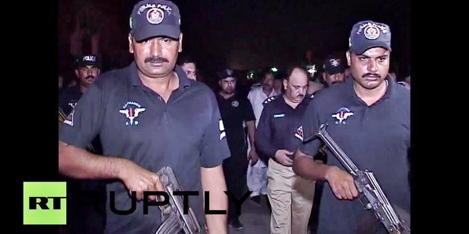В Пакистане из-за поста в Facebook начались уличные беспорядки. Изображение № 3.